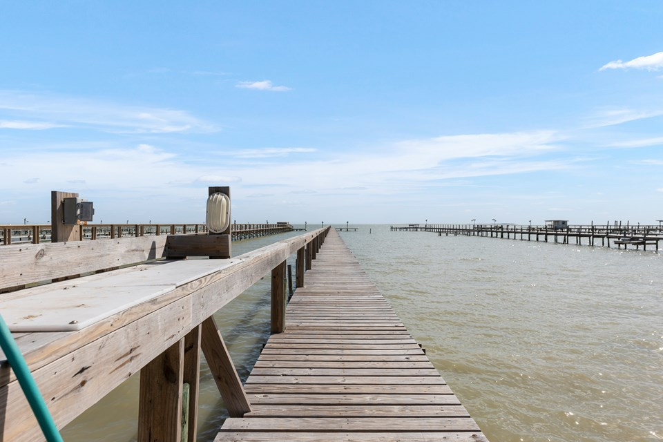 downstairs patio for use by tenants in this unit everyone has easy access to the fishing pier.